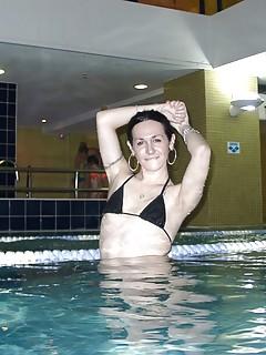 Shemale Pool Pics